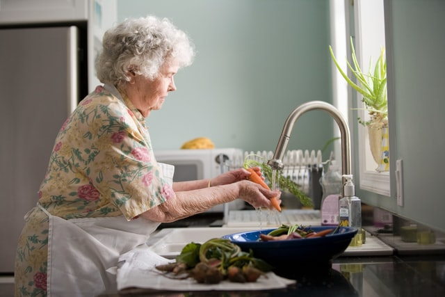 4 Easy Ways to Make Your Home Safe for Elderly Relatives