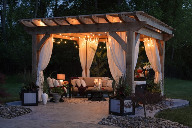 4 Delightful Considerations for Easy Outdoor Entertaining (Family Fun!)